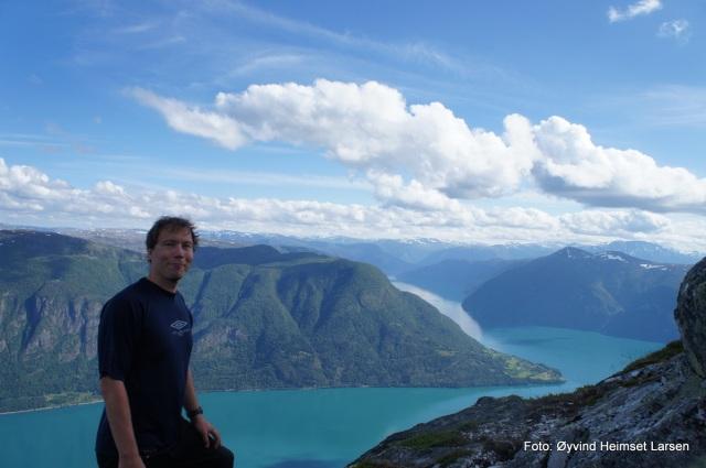 Nøgd turist på Molden